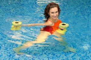 Aquagym intense en renforcement cardiovasculaire sur des rythmes soutenus. piscine-guereins-ain-beaujolais-belleville-sport